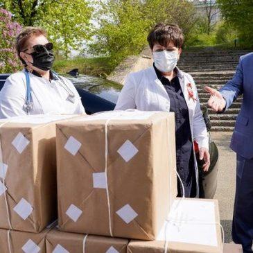 В медучреждения Ставрополья поступают комплекты защиты для сотрудников