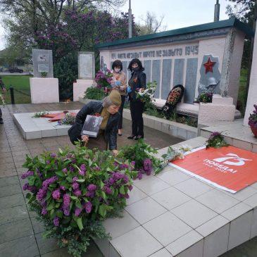Возложение цветов к мемориальному комплексу Великой Отечественной войны в станице Беломечетской